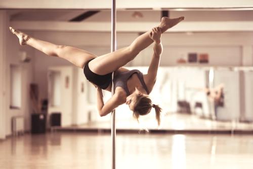 cours de pole dance pour un evjf a paris
