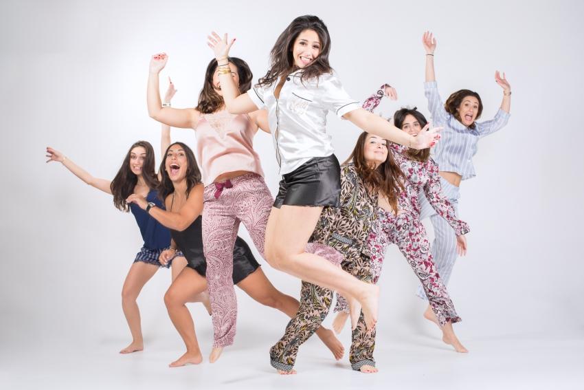 groupe de copines qui réalise un clip evjf a paris
