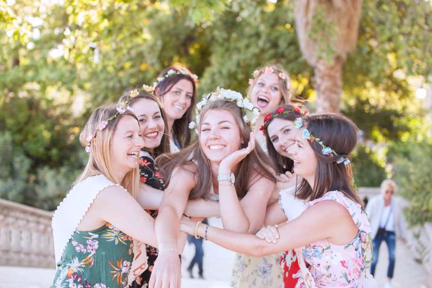 Shooting photo robes a fleurs couronnes de fleurs