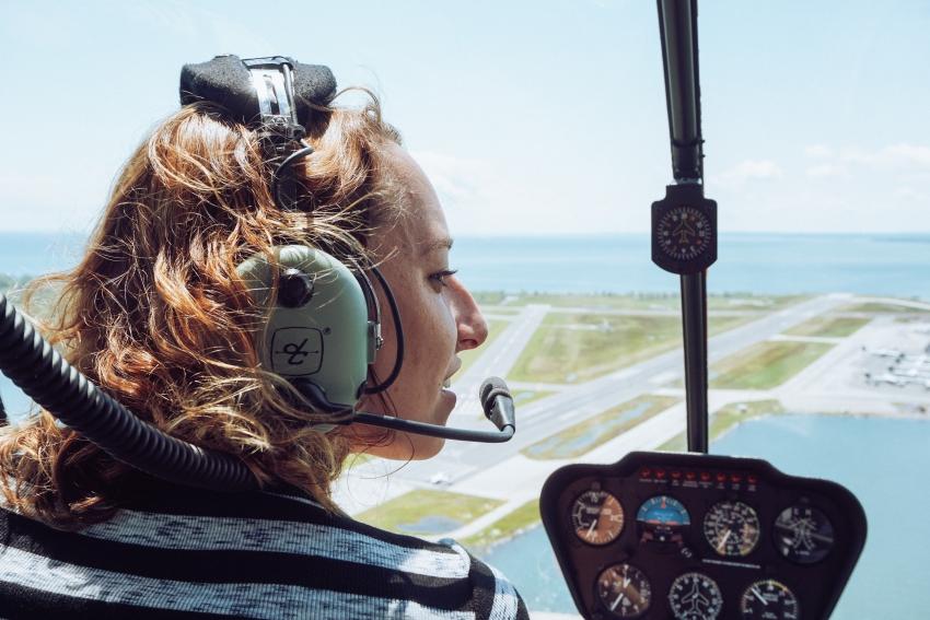 femme ballade en helicoptere
