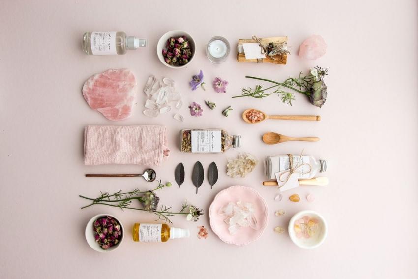 produits de beaute fleurs sechees roses huiles essentielles parfums
